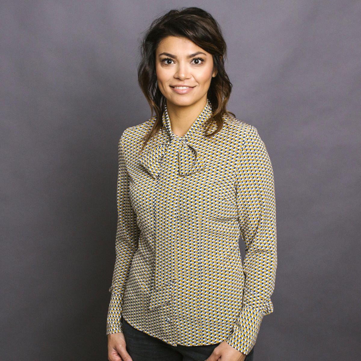 Dámska košeľa Willsoor 8738 s geometrickými vzory a saténovým vzhľadom 42