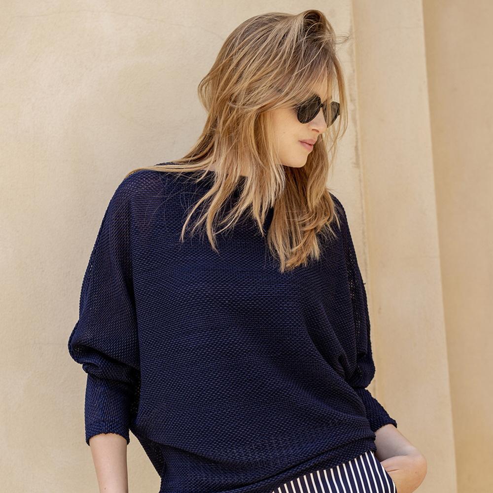 Dámsky sveter v strihu oversize tmavo modrý 12051 S
